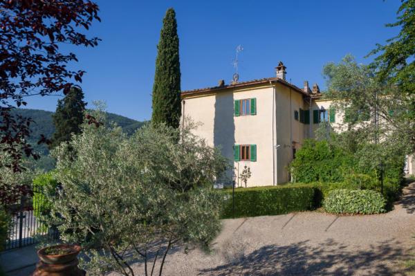 Villa Nobili esternal wiew and garden